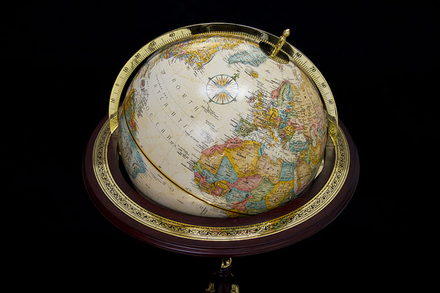Royal Geographical Society world globe, 1995 / Globe terrestre de la Royal Geographical Society, 1995 Biblioarchives/Libraryarchives