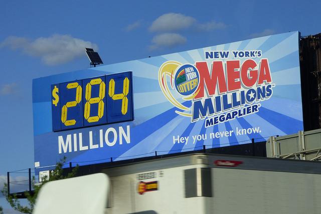 Panneau pub de la Mega Millions Lottery aux USA.