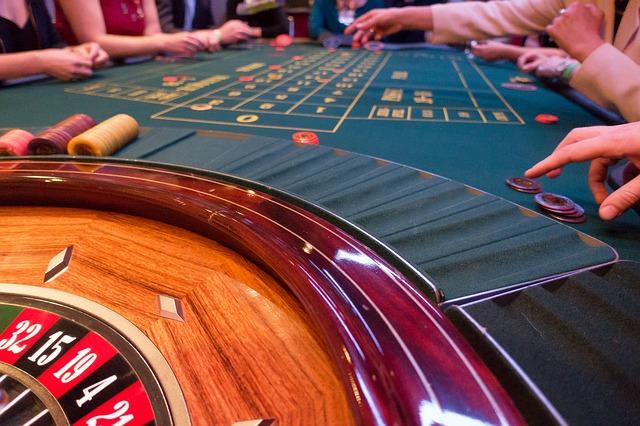 Jeu de la roulette au casino.
