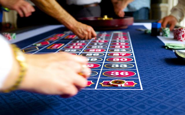 Photographie d'un tapis de casino.