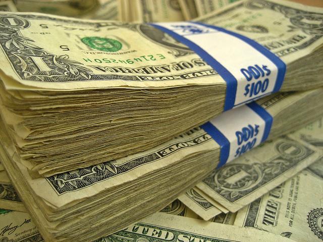 Pile de billets de banque.