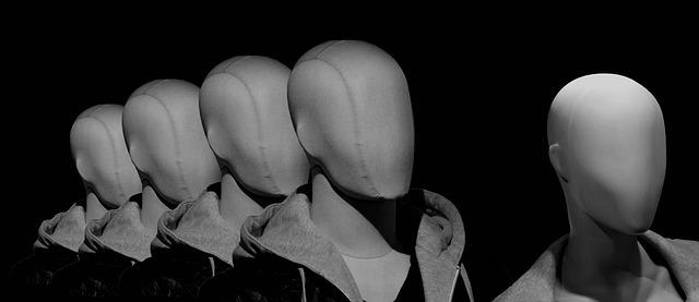 Têtes de mannequins sans visage pour évoquer l'anonymat des joueurs de l'Euro Millions.