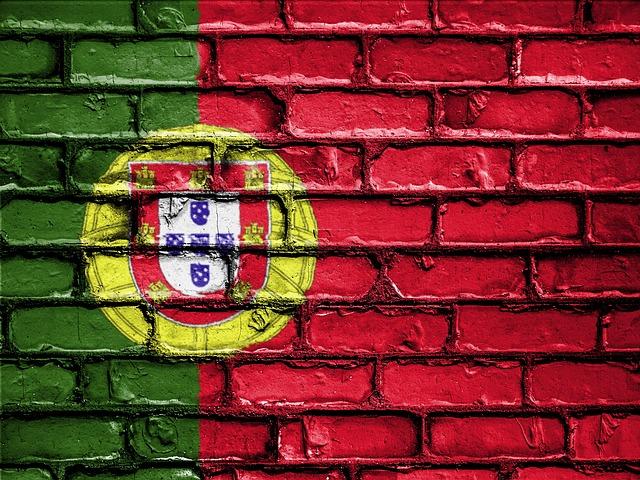 Drapeau du Portugal peint sur un mur.