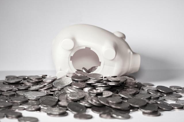 Tirelire en cochon ouverte à l'occasion du super tirage de l'Euro Millions.