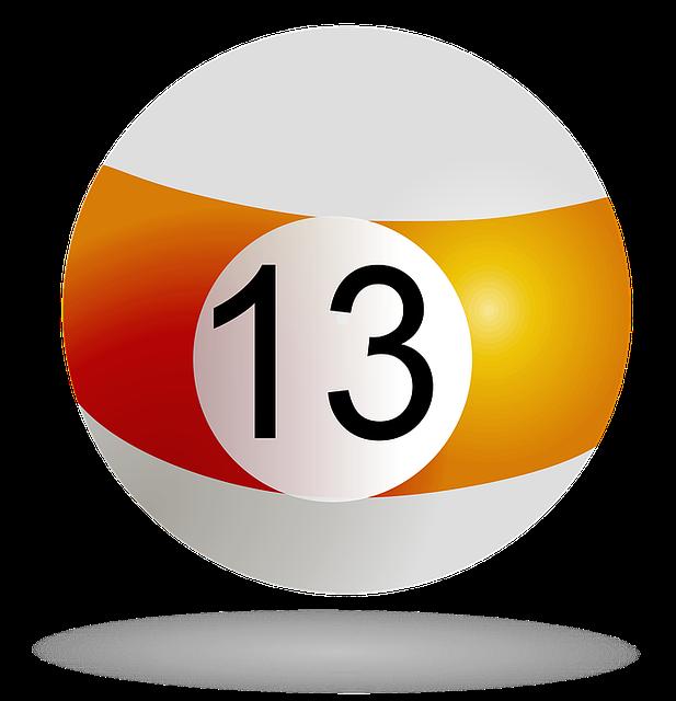 Boule de billard portant le numéro treize.