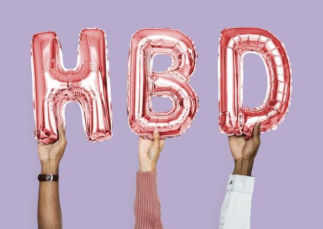Ballons d'anniversaire formant les lettre H B et D pour les 15 ans de l'Euro Millions.